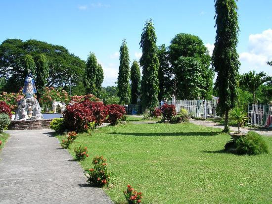 Tuguegarao City, Filippinerne: The shrine grounds