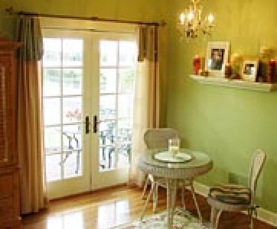 Rocky Springs Bed & Breakfast: A private patio overlooking the Conestoga River