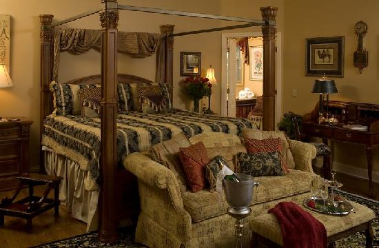 Fox Manor Historic Bed & Breakfast : Our luxurious Master Suite