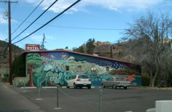 Jonquil Motel: I just like the mural on the side of this motel...