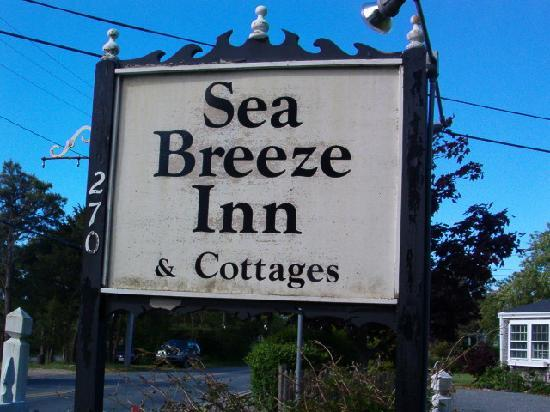 Sea Breeze Inn: Inn's Signage