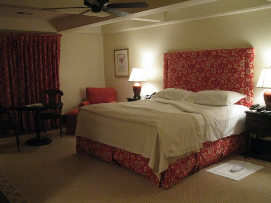 Old Edwards Inn and Spa: King sized bed