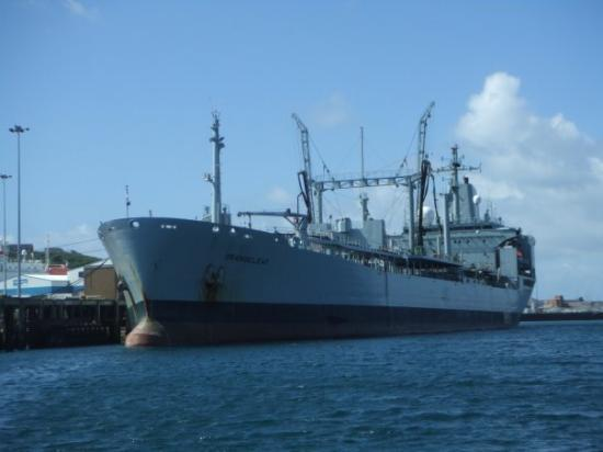 Weymouth, UK: Some sort of old Navy ship .......... lol
