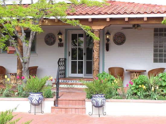 Casa Blanca Inn: Elegant Spanish Hacienda Style Inn