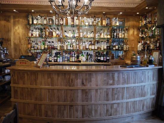 Poppies Hotel & Restaurant: come have a wee dram