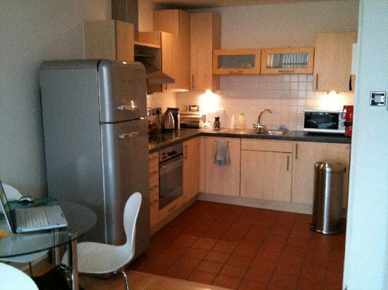 Stay Deansgate Apartments: kitchen