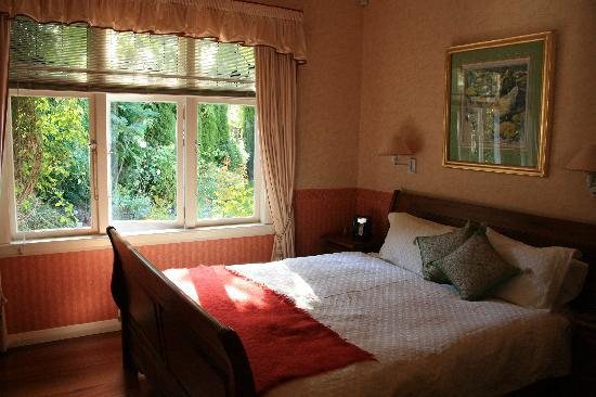 Shelbourne Villa: bedroom & garden view