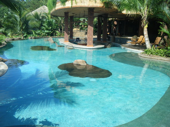 The Springs Resort and Spa at Arenal: the beautiful swim-up bar pool