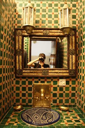 Riad Al Andaluz: The bathroom I loved