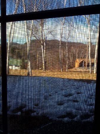 Mountain Edge Resort & Spa at Sunapee : VIEW OUTSIDE WINDOW