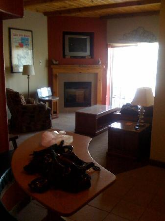 Mountain Edge Resort & Spa at Sunapee : LIVING AREA