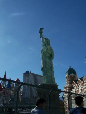 statue of liberty las vegas new york. Statue of Liberty at the New