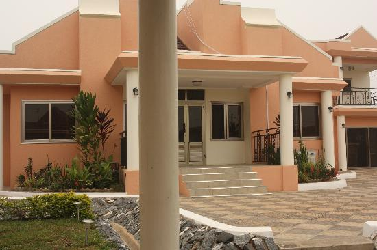 Hotel Review G293797 D1595381 Reviews Chelsea Inn Guest House Accra Greater Accra further T32 La Villa De John Cena as well Photos Visitez Trasacco Valley Le Quartier Pour Riches A Accra together with Beautiful 5 Bedroom House Of Spintex besides Accra House Plans. on trasacco valley ghana house