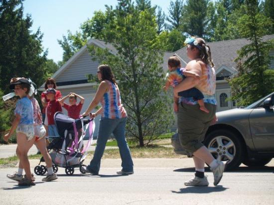 Egg Harbor, Ουισκόνσιν: ... and those who followed it. yup. real teen parents... and some kids wearing diapers