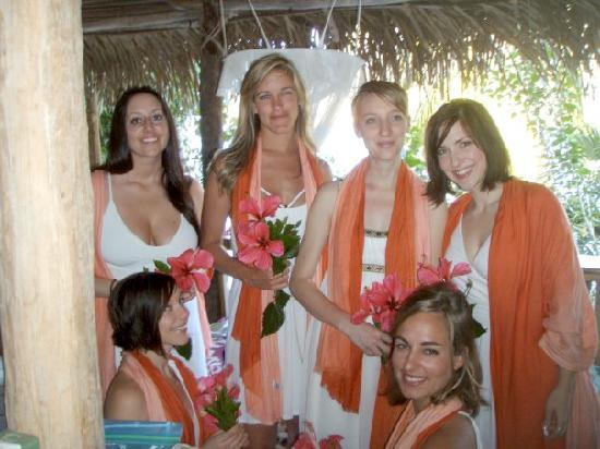 El Jardin Eco Retreat: My Bridesmaids!