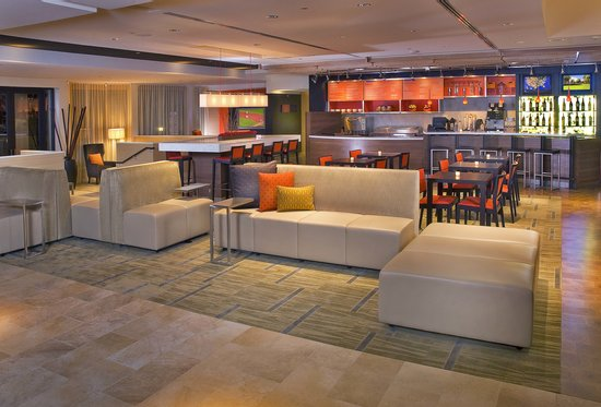 Courtyard by Marriott Boca Raton: Lobby and The Bistro