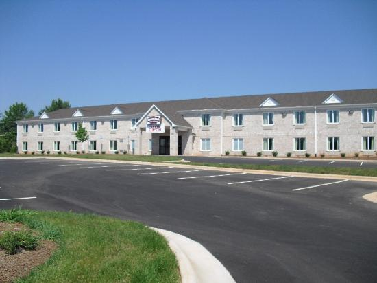 Country Hearth Inn and Suites Greensboro: We are Here!