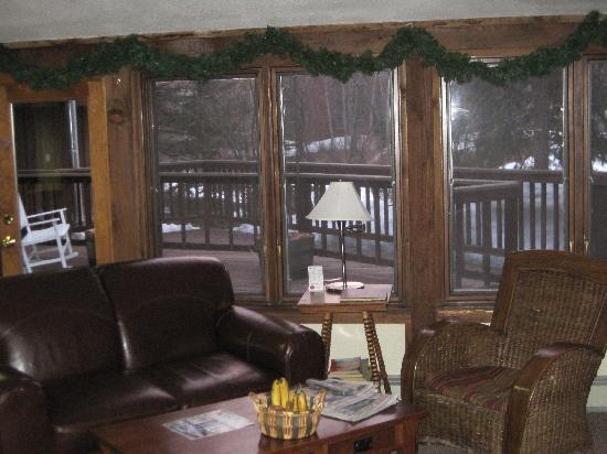 Manitou Lodge Bed and Breakfast: Sitting Area
