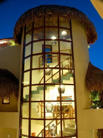 Maya Villa Condo Hotel & Beach Club: beautiful penthouses AVAILABLE