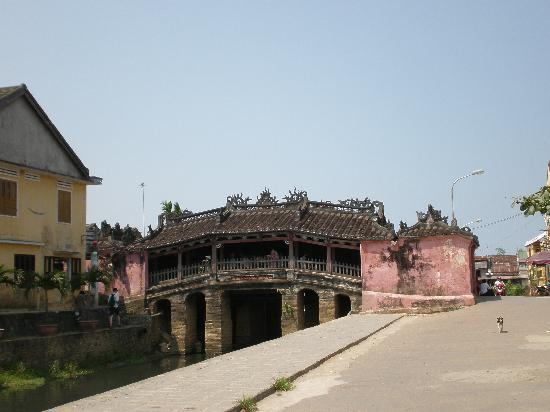 Hai Au Hotel: Japanese bridge in Hoi An