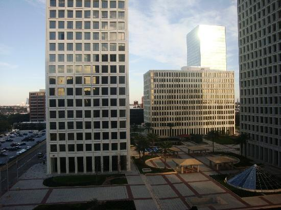 DoubleTree by Hilton Hotel Houston - Greenway Plaza: View on Greenway Plaza