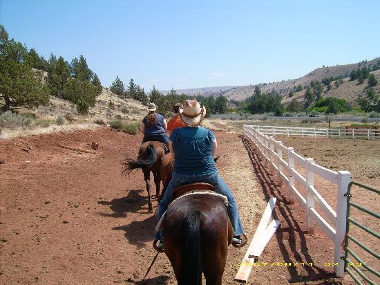 Warm Springs, Oregón: horseback riding in the high desert!