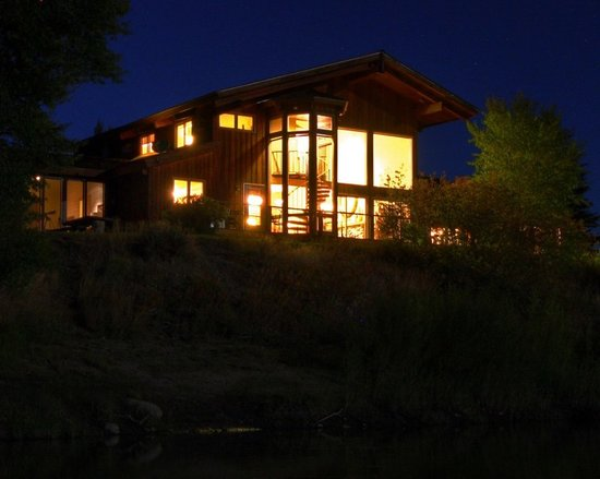 Rivers Bend Lodge & Cabins