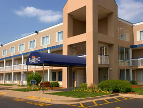 Baymont Inn and Suites- Louisville East: Hotel Entrance