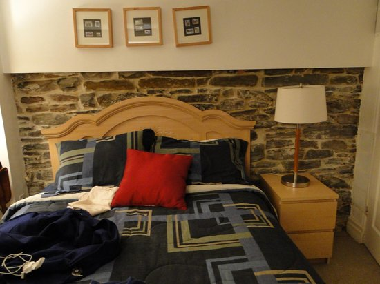 House on McGill: Bed decor