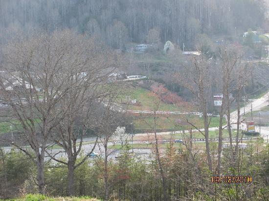 Ridge Top Motel & Campground: A view from just down the road from The Ridge Top