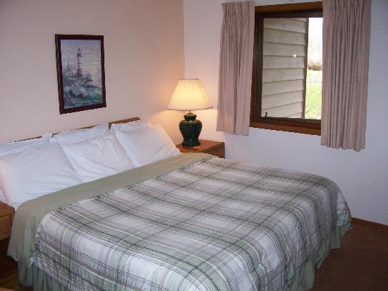 Egg Harbor, WI: King Junior Suite bedroom