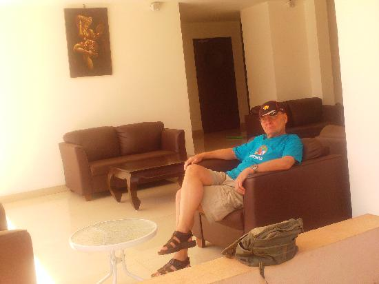 Calangute Grande: Sat in the comfortable reception area