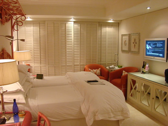The Twelve Apostles Hotel and Spa: Bedroom