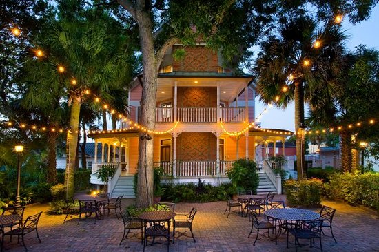 The Beaufort Inn: Magical Garden Courtyard