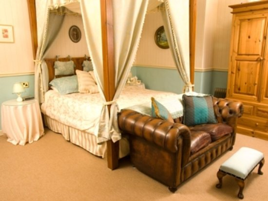Portland House Guest Accommodation: Monmouth Suite