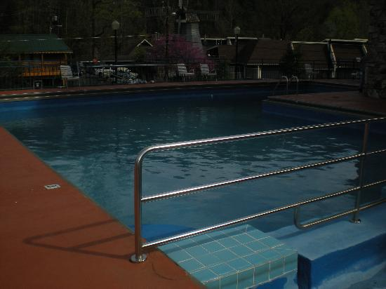 Howard Johnson Inn Gatlinburg Downtown: Pool was dirty