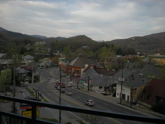 Howard Johnson Inn Gatlinburg Downtown: Daytime View from the Balcony($5 more per night)