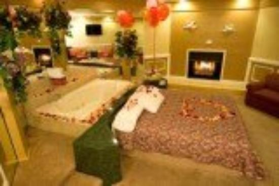 ‪‪Inn of the Dove - Bensalem‬: Honeymoon Suite with Packages‬