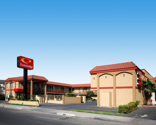 Econo Lodge Near Home Depot Center: Hotel Exterior