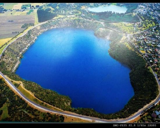 Mount Gambier, Australië: Mt. blue lake to look down from above
