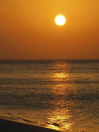 Lamu, Kenia: Isn't it beautiful?!! Last sunset of 2009.