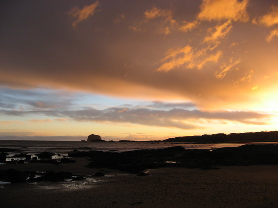 North Berwick, UK: In front of The Wing / Sunrise