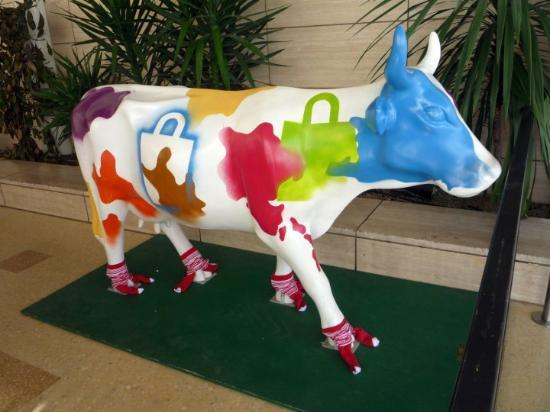 Milton Keynes, UK : An odd cow. :S 