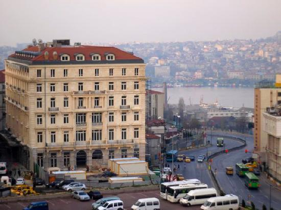 City view picture of grand hotel de londres istanbul for Taksim pera orient hotel