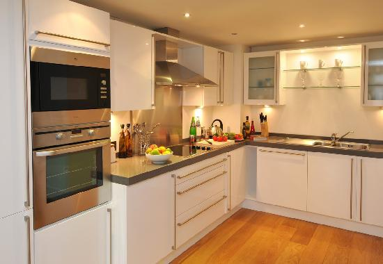 Luxury fitted kitchens picture of highland apartments for Luxury kitchens scotland