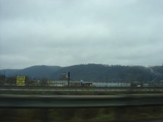 Charleston, Западная Вирджиния: End of Charleson, WV... but peering off into some of the amazing mountains. Any cities in WV are
