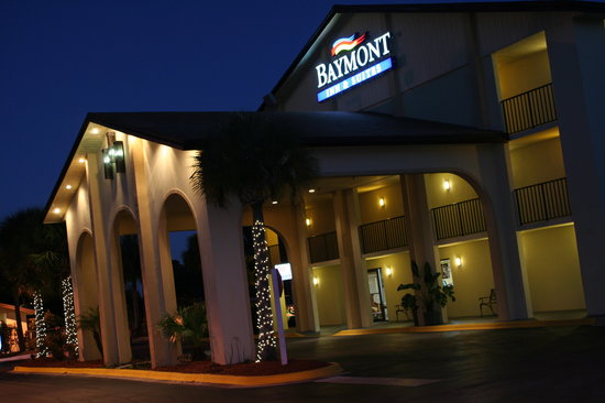 Baymont Inn & Suites Kissimmee : BAYMONT AT NIGHT
