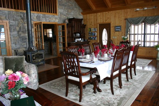 Elkwood Manor Luxury Bed & Breakfast: Great Room/Breakfast Room