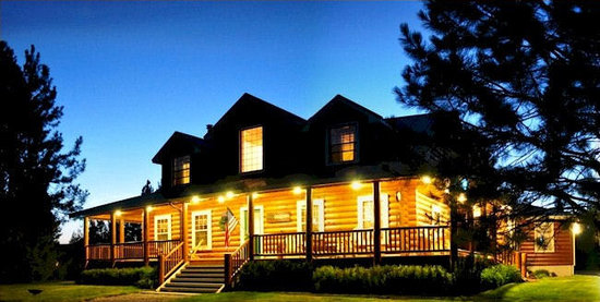 Ponderosa Lodge Bed & Breakfast: Summer evenings at the Ponderosa Lodge