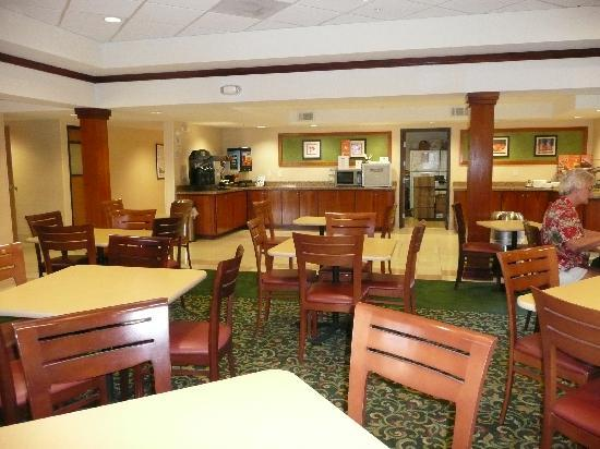 Fairfield Inn Palm Desert: Breakfast area